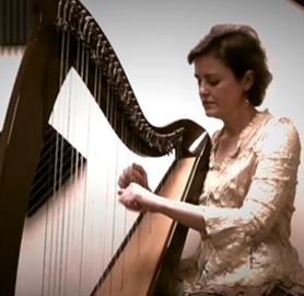 playing 34 strings harp